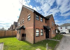1 bed flat for sale in horley, surrey, rh6